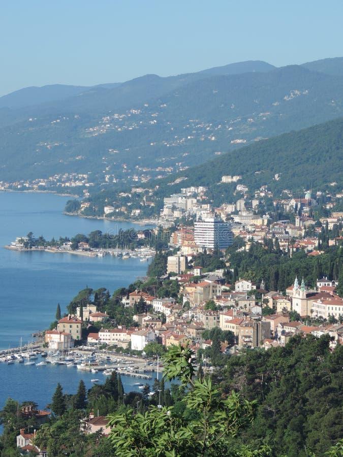 Ville d'Opatija, près de ville de Rijeka, la Croatie photo stock