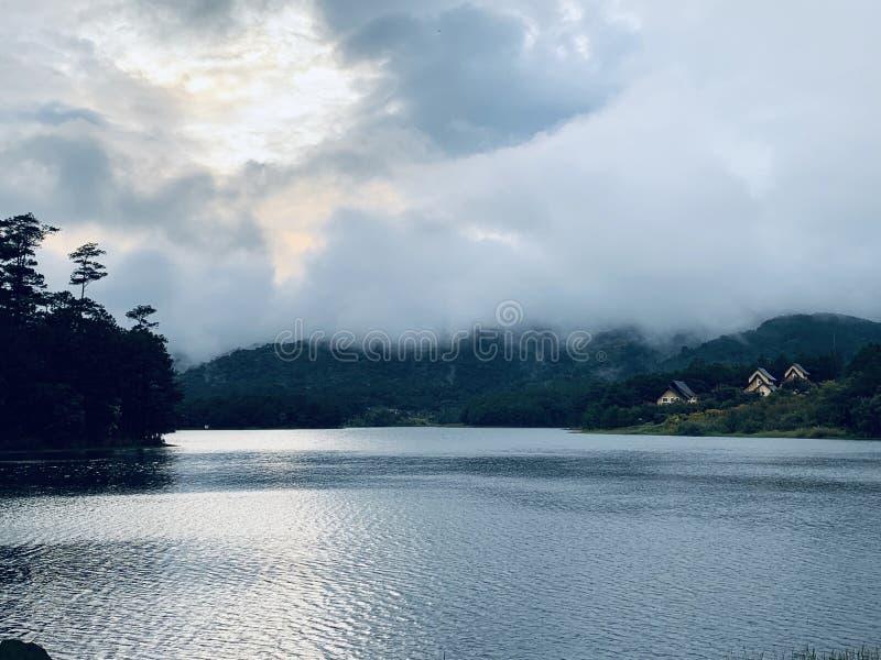 Ville dal lago fotografie stock libere da diritti