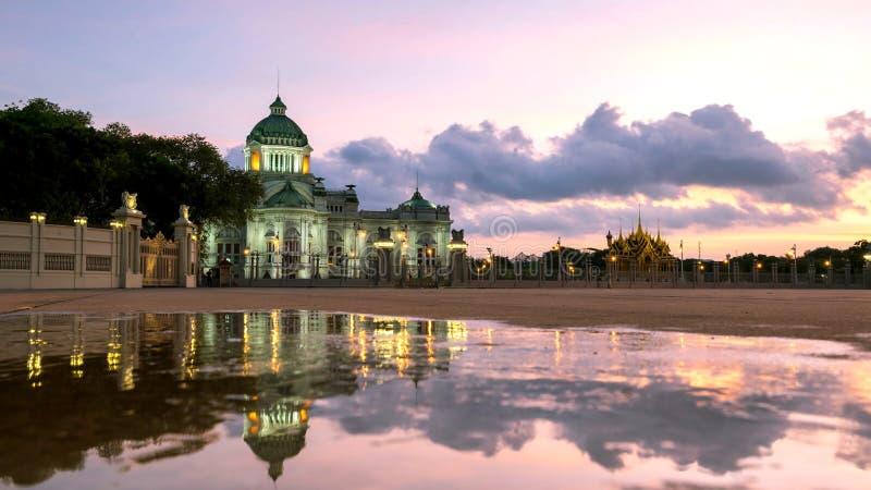 Ville de Bangkok - palais de Dusit, trône Hall d'Ananta Samakom à Bangkok photographie stock