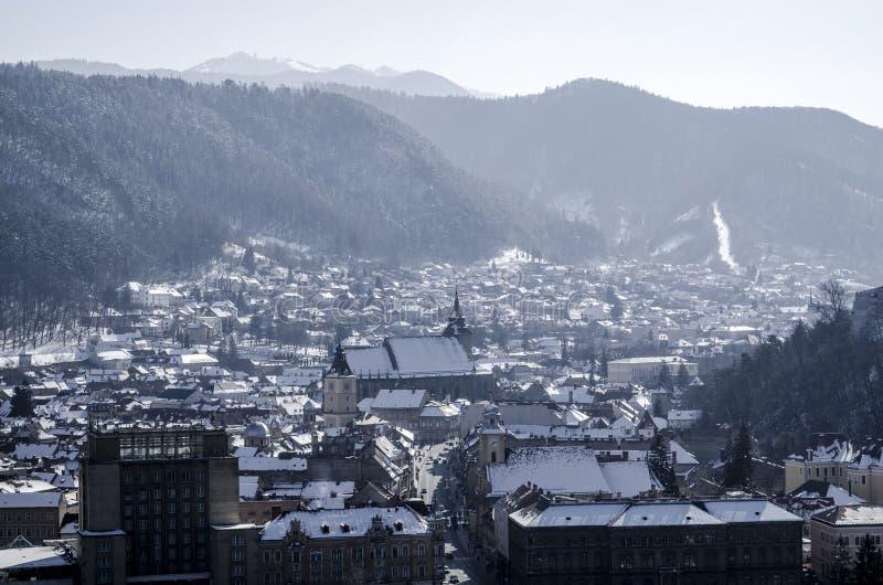 Ville de Brasov, Roumanie, dans l'horaire d'hiver image stock