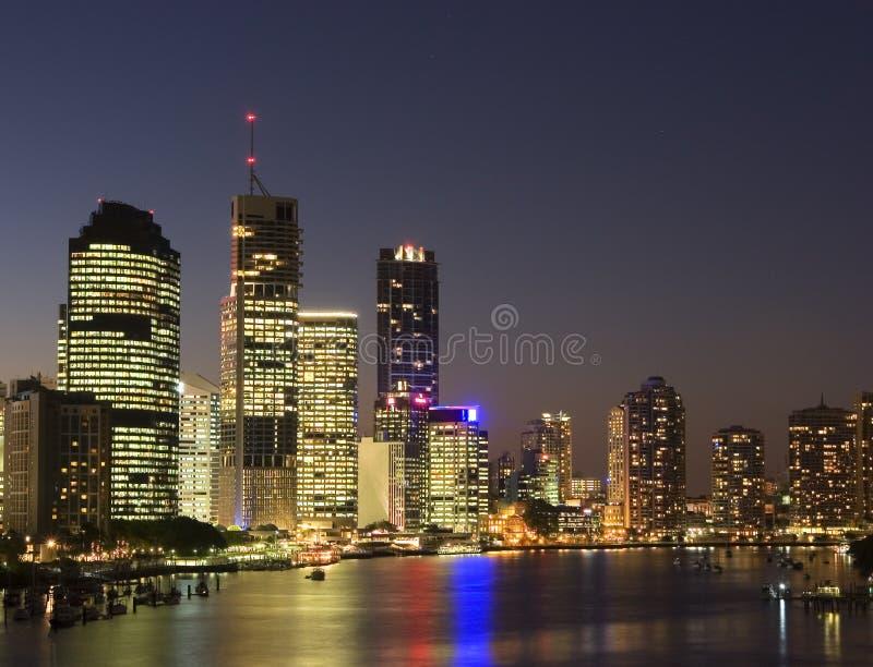 Ville de Brisbane la nuit images stock
