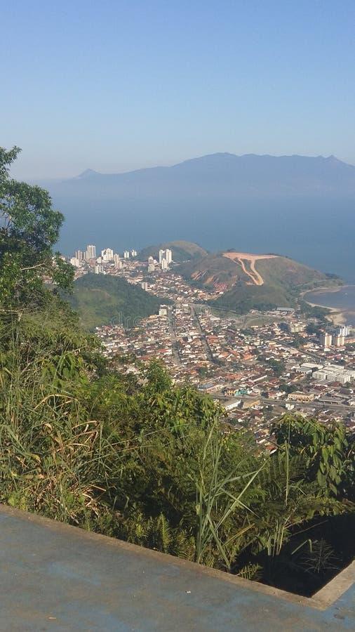 Ville de Caraguatatuba au Brésil photographie stock libre de droits