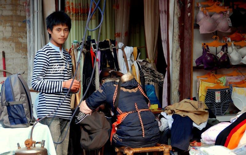 Ville de Chi de Jiu, ch : Système et adolescent de tailleur image stock