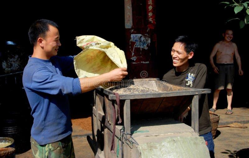 Ville de Chi de Jiu, Chine : Fermiers avec des textures image stock