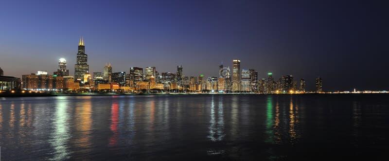 Ville de Chicago la nuit images libres de droits