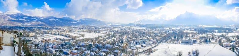 Ville de ciel bleu de moutain de Salzbourg Autriche de vue de paysage de panorama photographie stock