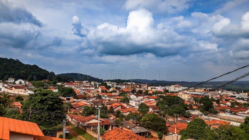 Ville de ciel nuageux au Brésil photographie stock libre de droits