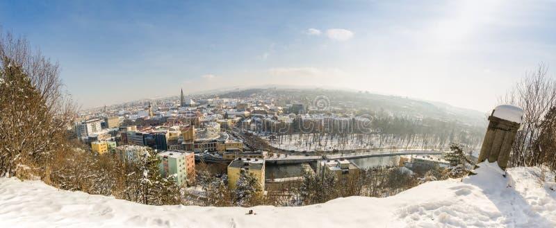 Ville de Cluj-Napoca dans la région de la Transylvanie de la casserole de paysage urbain de la Roumanie images libres de droits