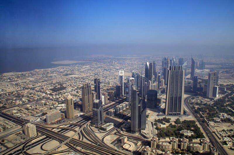 Ville de Dubaï une vue de plate-forme d'observation de Burj Khalifa dubai photographie stock