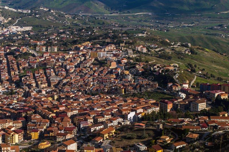 Ville de flanc de montagne de Cammarata, Sicile, Italie images stock