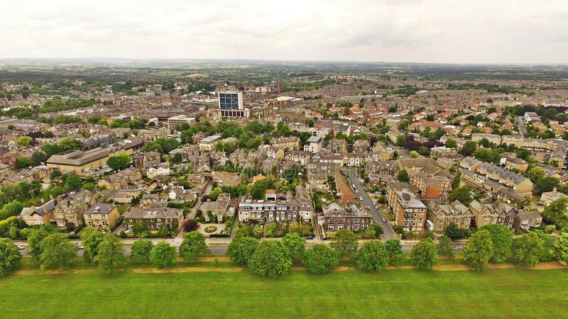 Ville de Harrogate dans le tir d'Arial de vue de ciel de long terme de Yorkshire photos libres de droits
