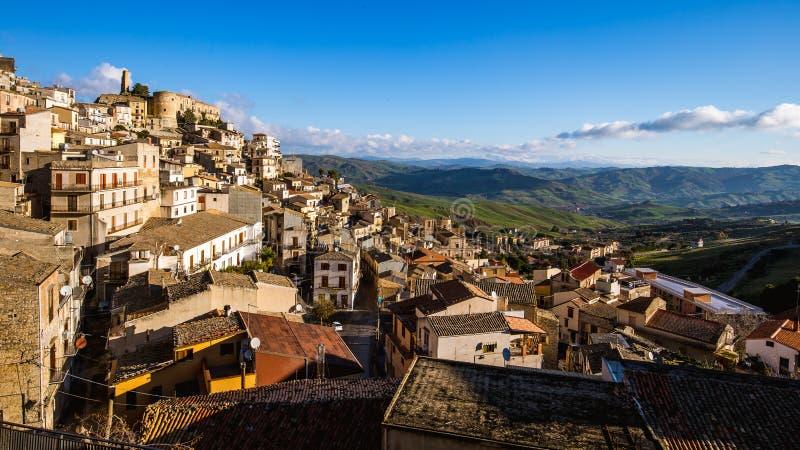 Ville de Hillside de Cammarata, Sicile, Italie photographie stock libre de droits