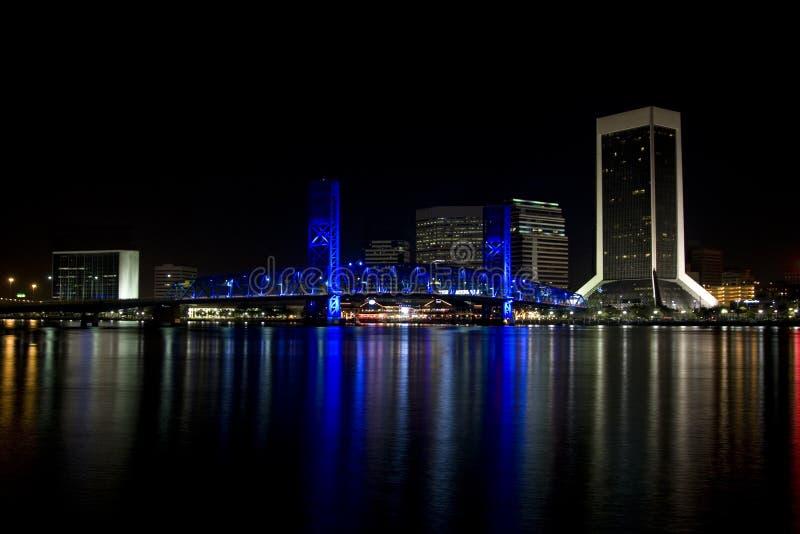 Ville de Jacksonville, la Floride la nuit photographie stock libre de droits