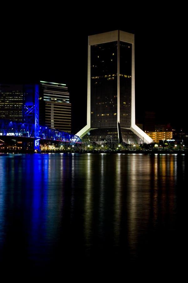 Ville de Jacksonville, la Floride la nuit images libres de droits