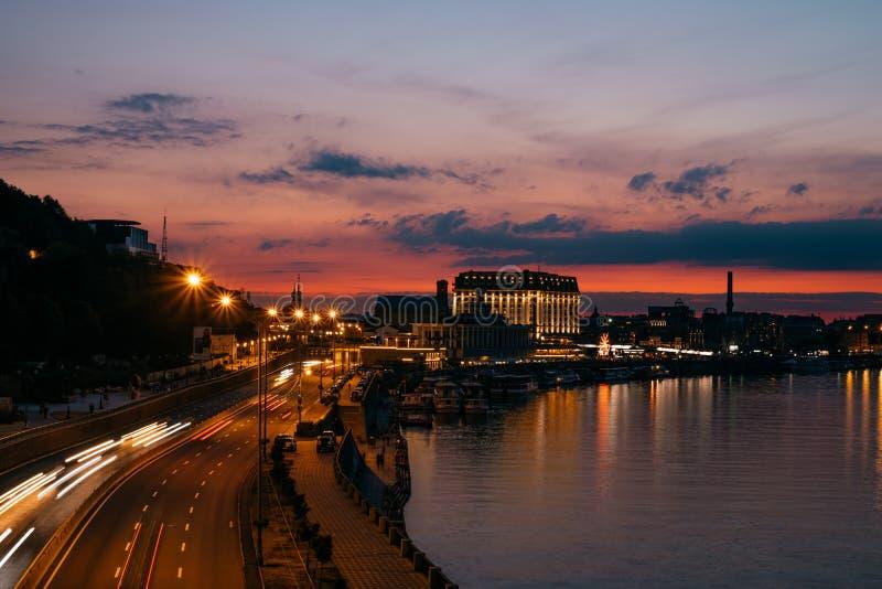 Ville de Kiev au coucher du soleil photos libres de droits