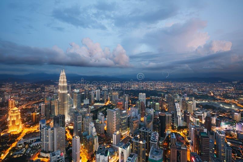 Ville de Kuala Lumpur au crépuscule, Malaisie image stock