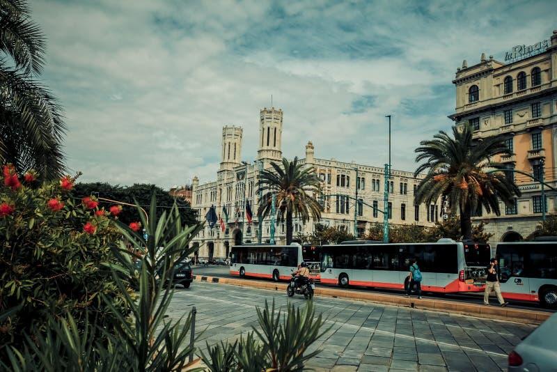Ville de l'Italie Cagliari, maisons et parcs centraux historiques, vacances de l'Europe, bâtiments de points de repère d'été et a photographie stock