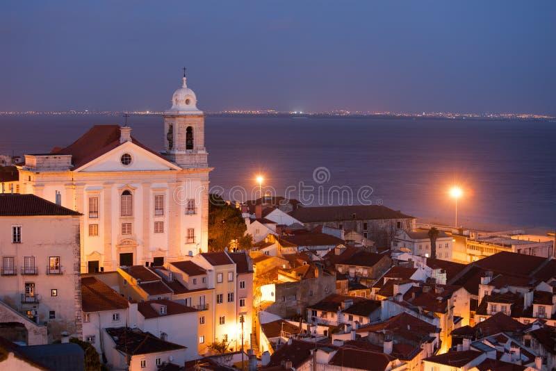 Ville de Lisbonne au Portugal la nuit photographie stock libre de droits
