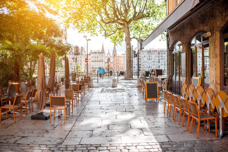 ville de lyon dans les frances image stock image du restaurant lyon 95334173. Black Bedroom Furniture Sets. Home Design Ideas