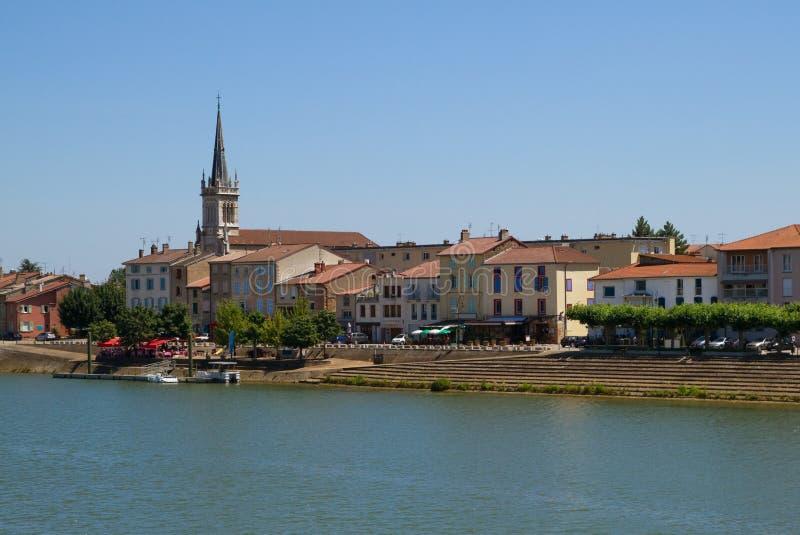 Ville de Macon avec la Saône en Bourgogne photographie stock libre de droits