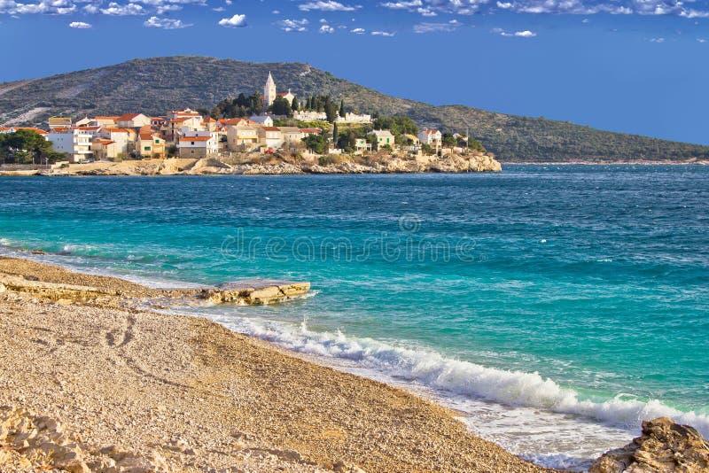 Ville de mer et de plage de Primosten photographie stock libre de droits