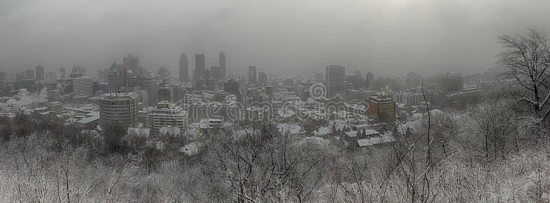 Ville de Montréal pendant une tempête de neige photo stock
