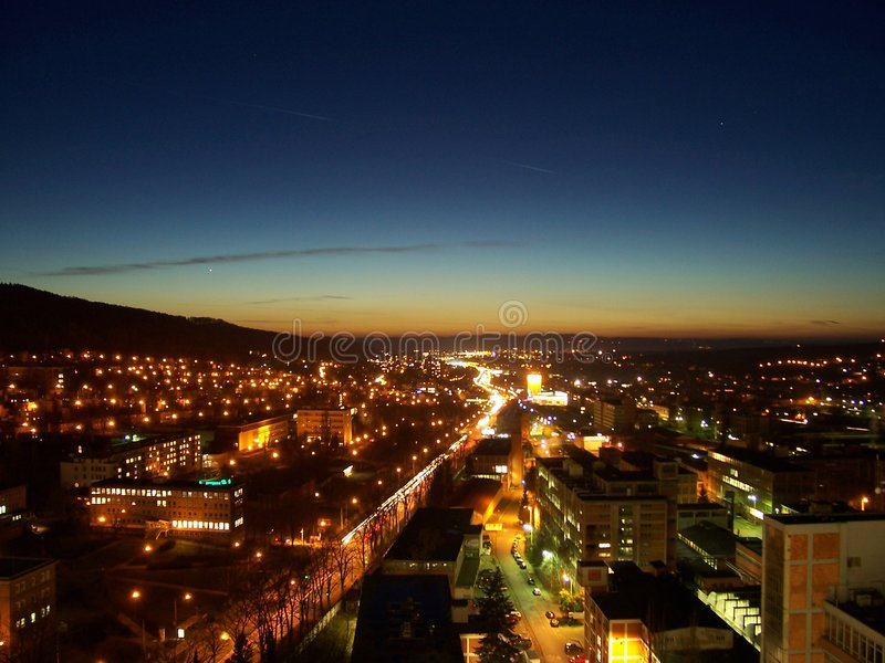 Download Ville de nuit photo stock. Image du dynamique, accéléré - 8652722