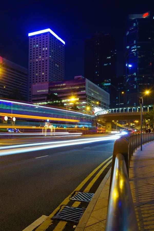 Ville de nuit avec des lumières images libres de droits