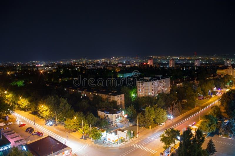 Ville de nuit, lumières électriques Chisinau, Moldau images stock
