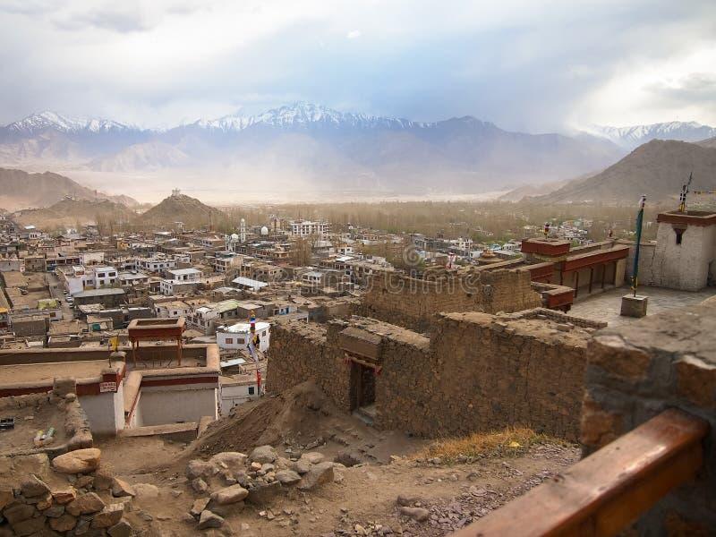 Ville de paysage de ladakh de Lah, Inde photos libres de droits