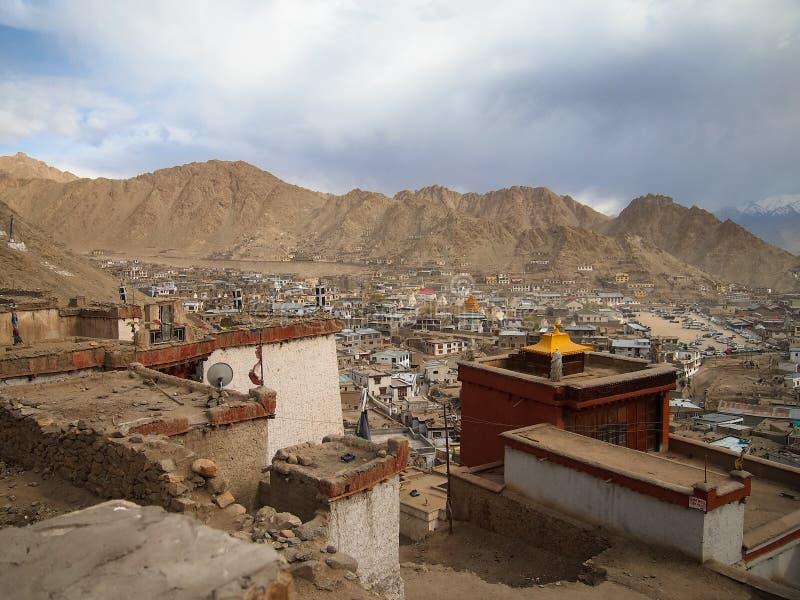Ville de paysage de ladakh de Lah, Inde photographie stock libre de droits