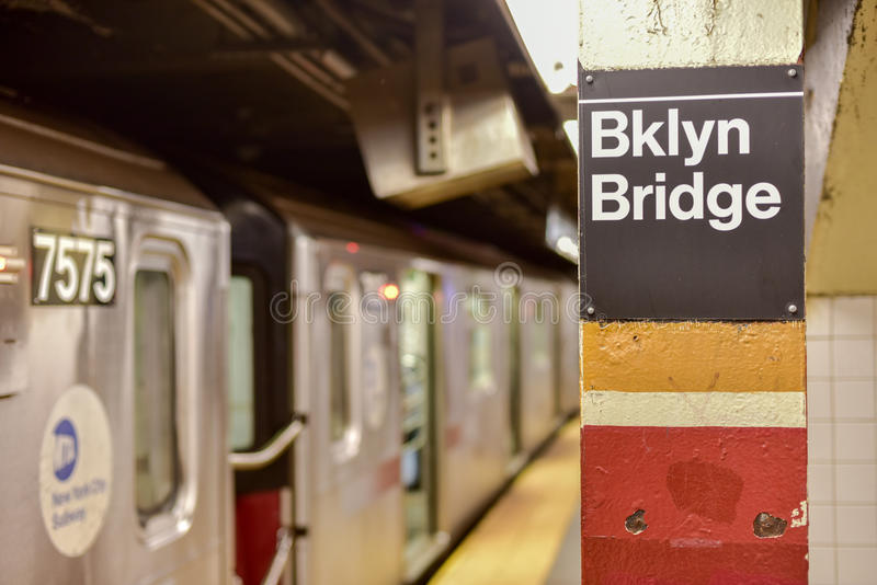 Ville de pont de Brooklyn Hall Subway Station - New York City photo stock