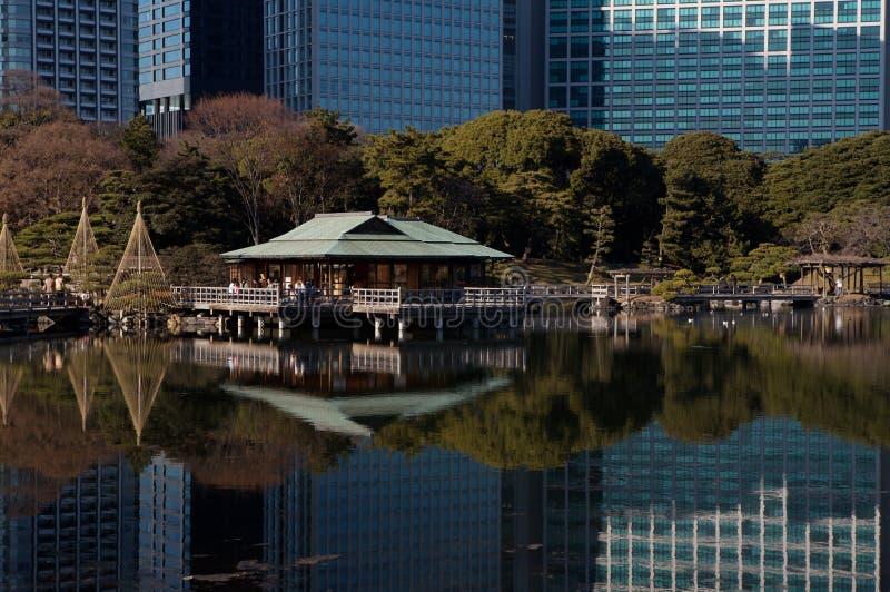Ville de Tokyo au-dessus de l'eau image libre de droits