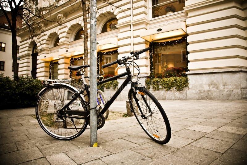 ville de vélo images stock