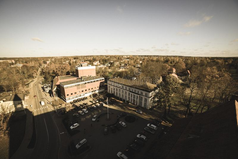 Ville de Valmiera en Lettonie de ci-dessus - rétro regard de cru photos stock
