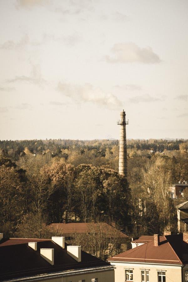 Ville de Valmiera en Lettonie de ci-dessus - rétro regard de cru image stock