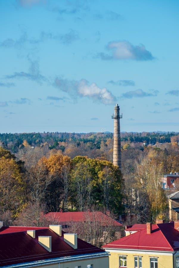 Ville de Valmiera en Lettonie d'en haut image stock