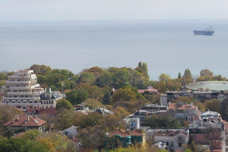 Ville de Varna, Bulgarie, vue d'en haut Photo aérienne avec la Mer Noire derrière images stock