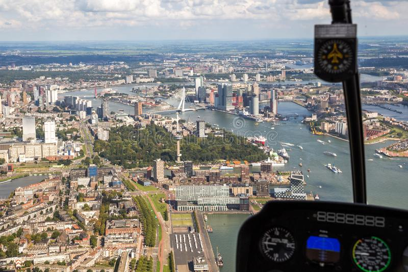 Ville de vue aérienne d'hélicoptère de Rotterdam images libres de droits