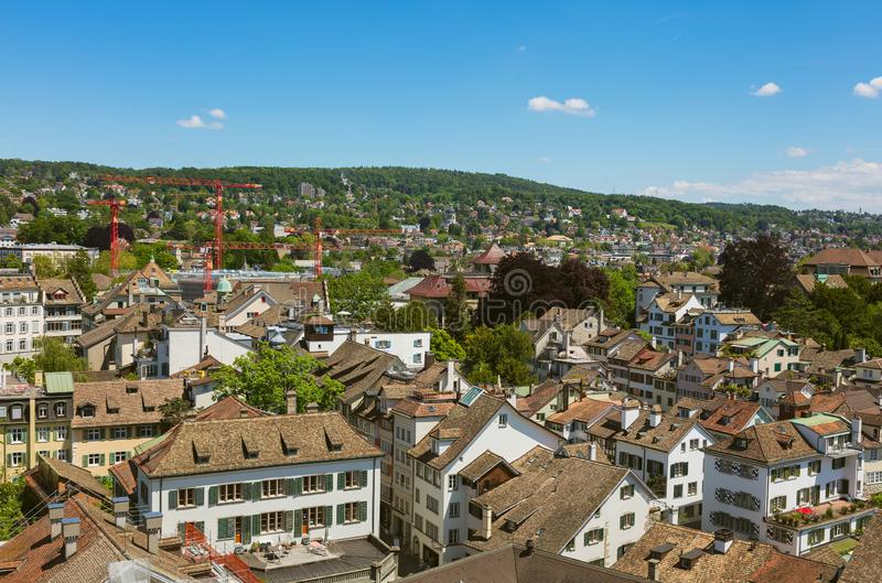 Ville de Zurich comme vu de la tour de la cath?drale de Grossmunster images libres de droits