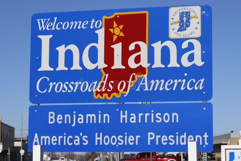 Ville des syndicats - vers en avril 2018 : L'accueil vers l'Indiana, carrefours de l'Amérique signent I images libres de droits