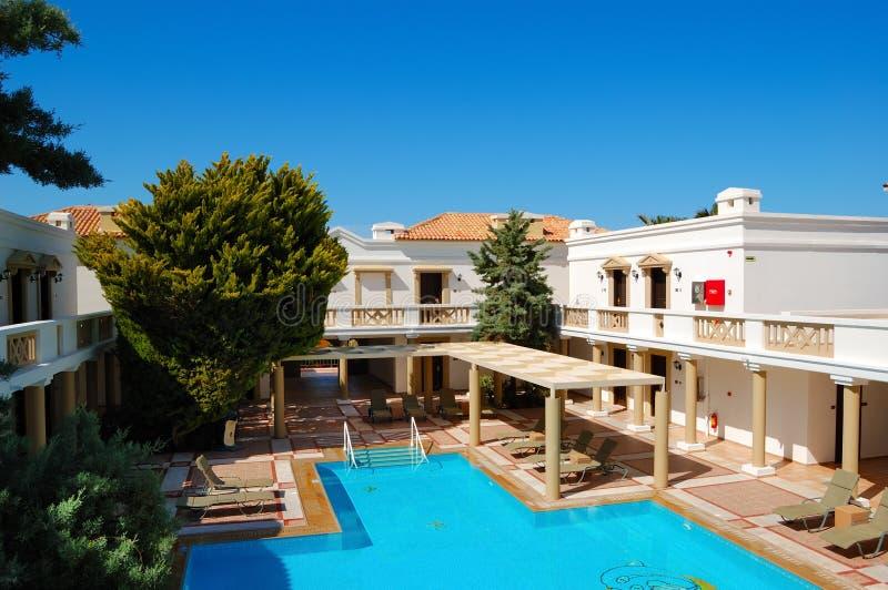 Ville di lusso moderne con la piscina immagine stock for Ville moderne di lusso