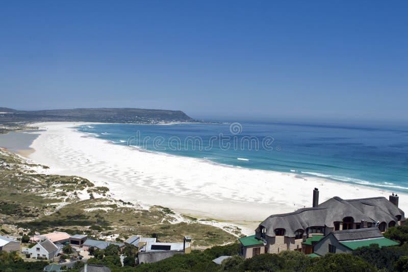 ville du sud proche de cap de plage de l'Afrique longue photographie stock