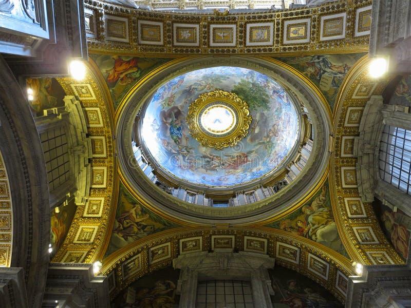 19 06 2017, Ville du Vatican : Intérieur d'intérieur du ` s de St Peter Basilic photographie stock libre de droits