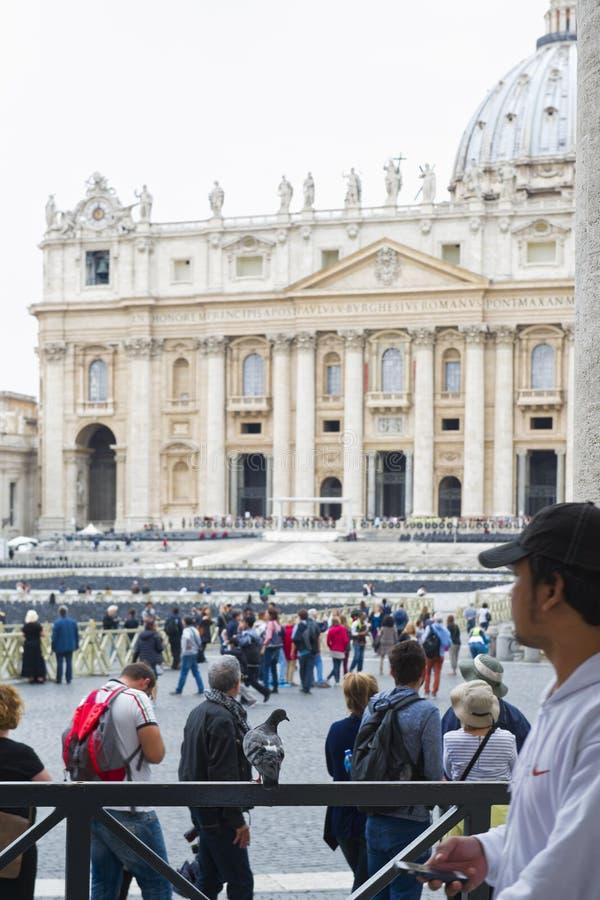 Ville du Vatican, pèlerinage sous la pluie photos libres de droits
