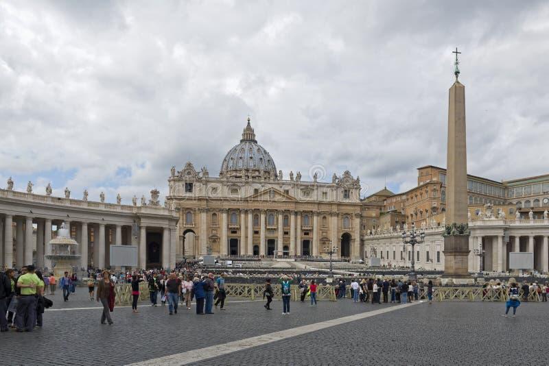 Ville du Vatican, pèlerinage sous la pluie images libres de droits