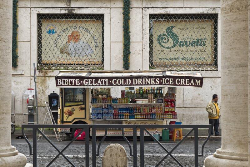 Ville du Vatican, restaurant de rue pour des touristes images libres de droits