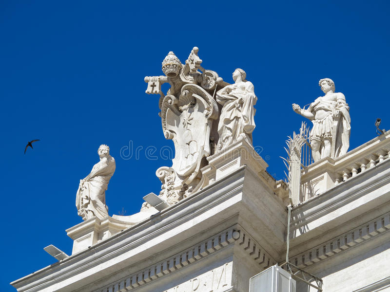 19 06 2017, Ville du Vatican : Statues et détails architecturaux sur S photos stock