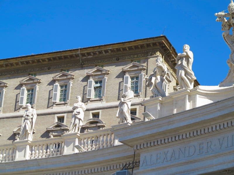19 06 2017, Ville du Vatican : Statues et détails architecturaux sur S photographie stock libre de droits