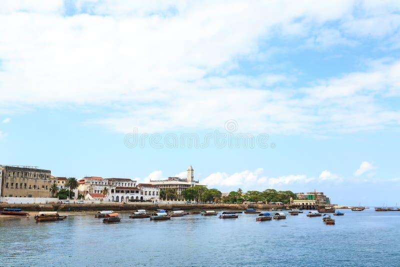 Ville en pierre Zanzibar vue de l'eau photos stock